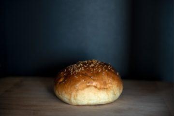 Szezámmagos hamburger zsemle